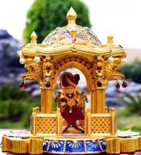 Cremagine imprime un temple hindou en or 24 carats